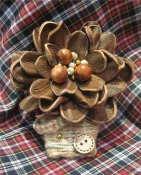 """Фото. Брошь """"Цветок в корзинке"""" - кожа, джутовый шнур, деревянные бусины, бисер. Автор работы - Elen_321"""