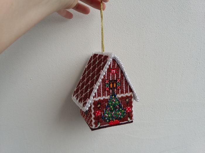 Фото. Домик - елочная игрушка.  Автор работы - cheska