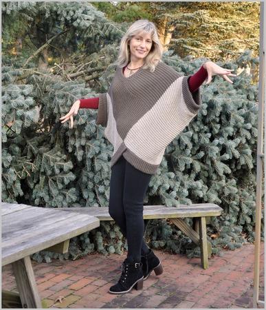 """Фото. Комплект """"Кубизм"""". Пончо-пуловер + шарф-капюшон. Машинное вязание.  Автор  работы - elenah"""