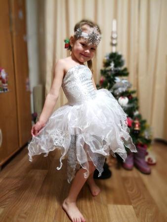 Фото. Самый популярный костюм для маленьких девочек - Снежинка.   Автор работы - evgeshka899