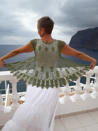Фото. Накидка на плечи из мулине зеленого цвета.  Автор работы - Miryna