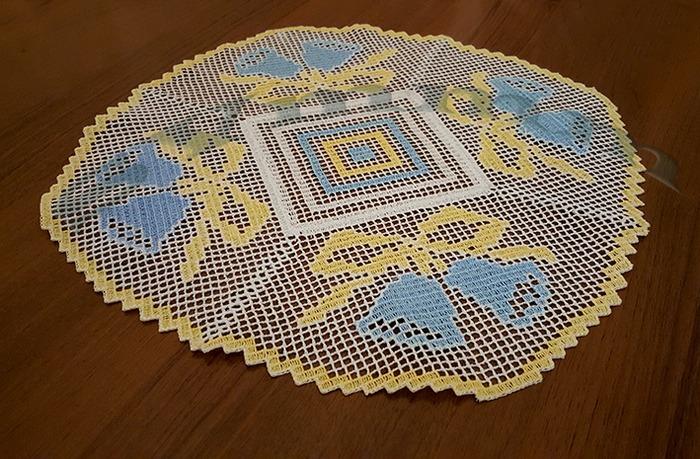 Фото. Салфетка в технике  цветное филейное кружево. Автор работы - svmmm