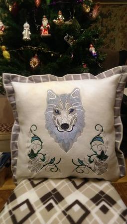 """Фото. Подушка мужу в подарок """"Снежный Волк"""" от Урбан. Автор работы - gunna"""
