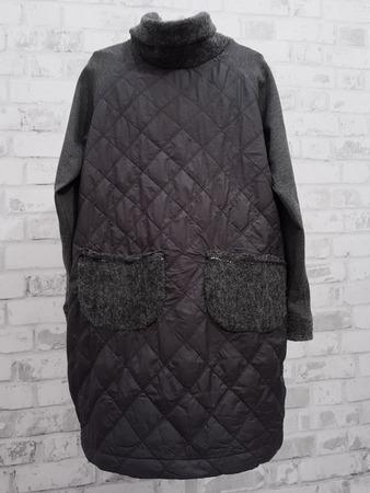 Фото. Из остатков курточной, джерси и лодена  куртка-парка, без застежек.  Автор работы - Лоскутик