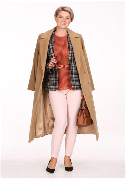 Комплект №1 . Пальто, жакет, топ, брюки и сумка – Pietro Filipi. Туфли – MaxMara Weekend. Серьги и очки – Parfois