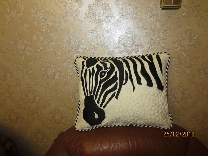 Фото. Подушка. Машинная вышивка.  Автор работы - kokteil