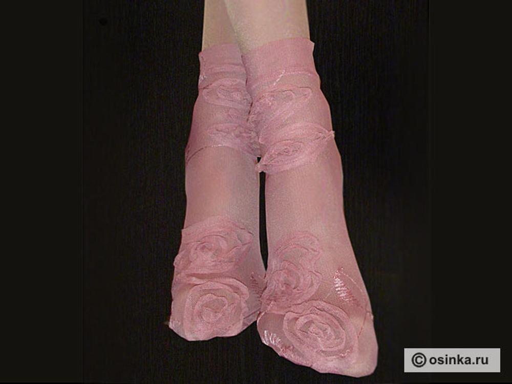 09. Короткие носочки из прозрачной сетки с вышивкой. Используя ткани необычной фактуры, можно получить много очень интересных вариантов.