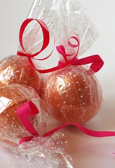 Фото. Ароматические бомбочки ручной работы для принятия ванн - чудесный подарок, который доставит удовольствие любой женщине. А еще можно подарить несколько приятных минут самой себе! Автор работы - С любовью, А.