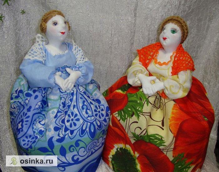 Фото. Настоящие Чайные Бабы должны быть как кустодиевская Купчиха - с косами и в ярких нарядах.  Автор работы - plaksa tink