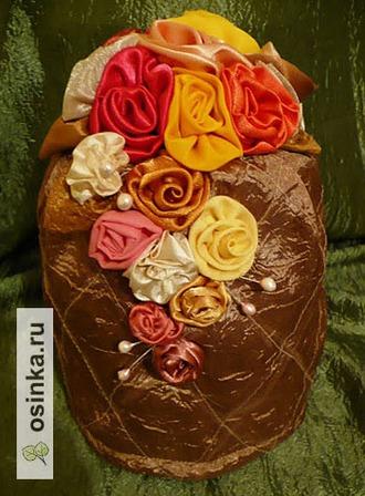 Фото. Грелка на чайник от ялинка - вся расшита атласными цветами.