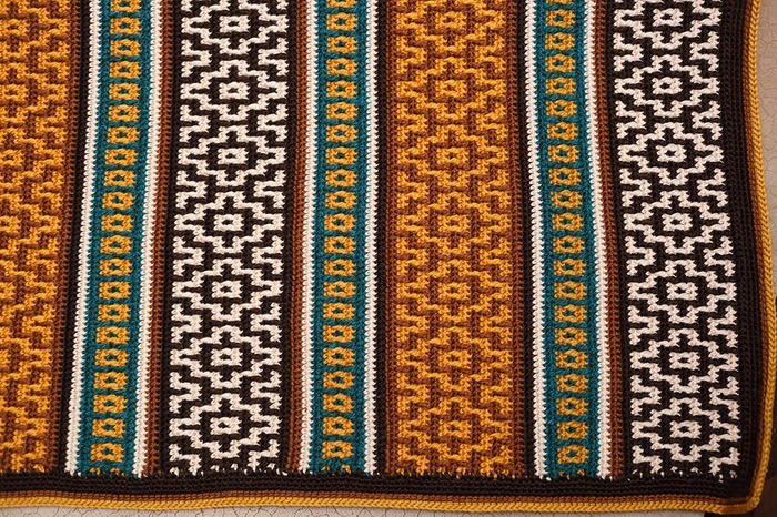 Фото. Авторское воплощение пледа Nya Mosaic. Автор  работы - ЕленаГри