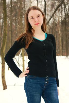 Фото. Простой тонкий черный жакет платочной вязкой.  Автор работы - Эсма
