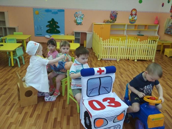 Фото. Попросили сшить в детский сад чехлы-модули машин: скорая помощь, полиция, автобус, пожарная. Вот что получилось!