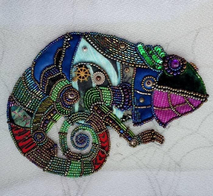 Фото. Аппликация Spring Steampunk Chameleon - вышивка индийским крючком (аари) по органзе, аппликация, пэчворк, вышивка бисером.  Автор работы - Tatami4ka