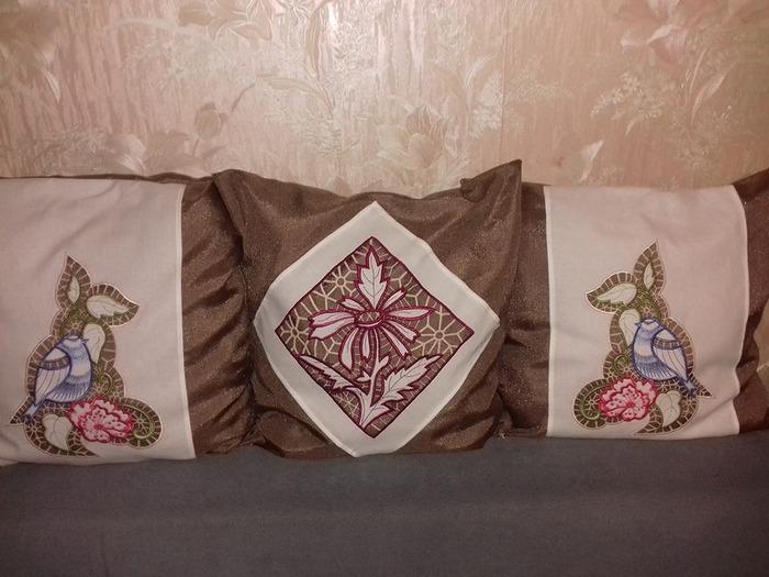 Фото. Подушки, машинная вышивка.   Автор работы - olga201076