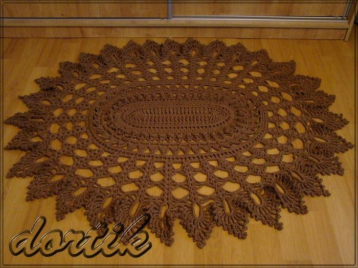Фото. Овальный коврик. Пряжа - 6 нитей бобинного хлопка, всего ушло 1770 г., крючок №5. Размеры 150 х 125 см.  Автор работы - dortik