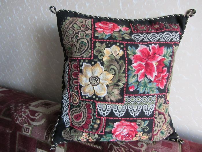 Фото. Вышитая подушка от РИОЛИС.  Автор работы - lia-irina