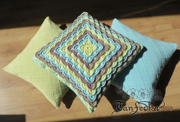 Фото. Вязаные подушки.  Автор работы - TanFedka