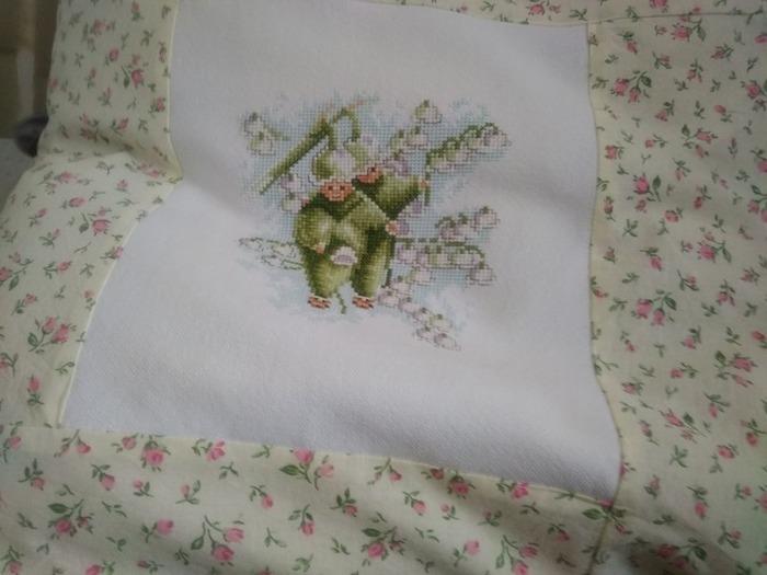 Фото. Подушка с вышивкой.  Автор работы - Pandysik