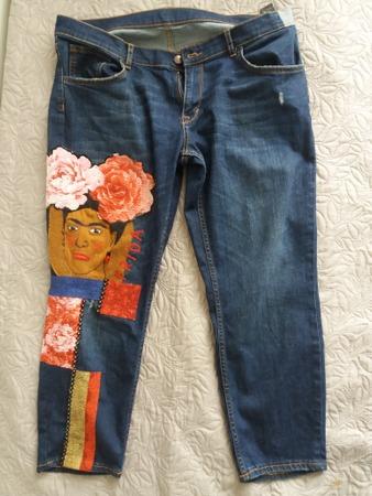 Фото. Иногда заплатки превращают джинсы в стильные. Автор работы - baklazhanic
