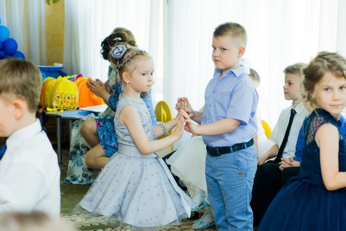 Фото. Платье для дочки на выпускной.  Автор работы - Аника-М