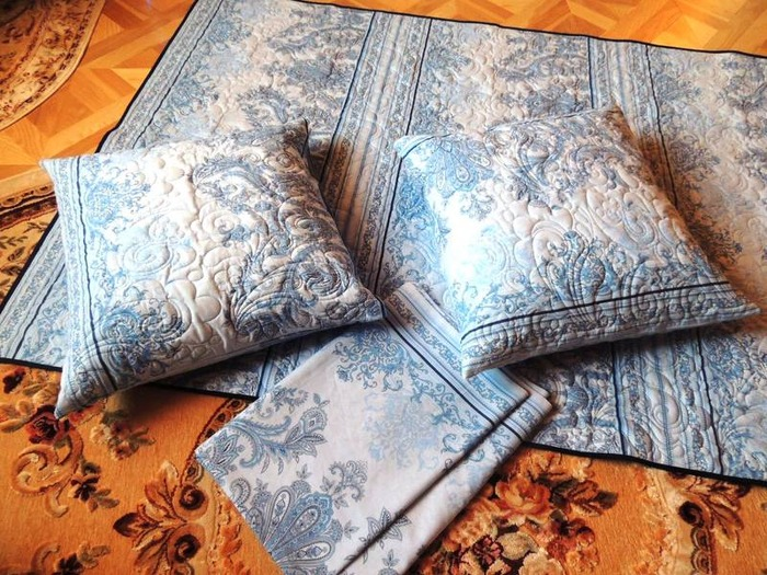 Фото. Комплект: одеяло, простынь и наволочки.  Машинная стежка.   Автор работы - Nloshka
