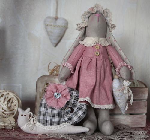 Фото. Винтажная Зайка с подружкой - ручной улиткой.    Автор работы - Фея фейская