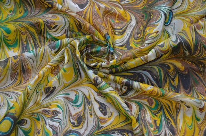 Фото. Роспись платка в технике эбру. Автор работы - Кирмаша