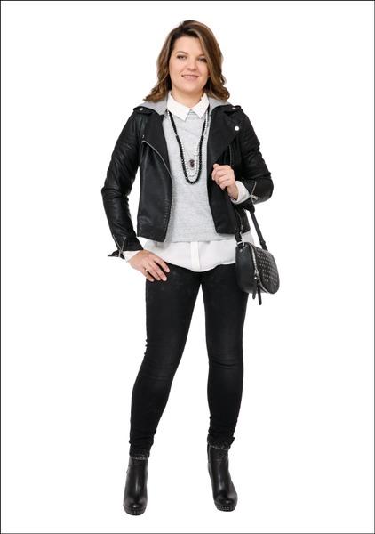 Комплект №1 . Куртка и джинсы – Stradivarius. Джемпер – Fame. Блуза – New Yorker. Ботильоны – Danija. Ожерелья – Fashion Zone