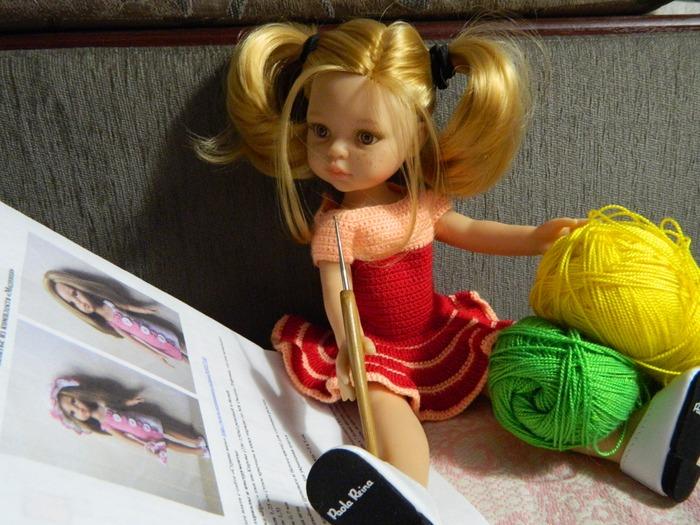 Фото. Первая вязаная вещь была кофточка для куклы. С тех пор  много вяжу куклам.