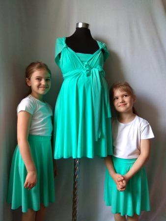 Фото. Знакомой на свадьбу шилось платье инфити (трасформер) из трикотажа масла и в комплект дочкам юбочки.