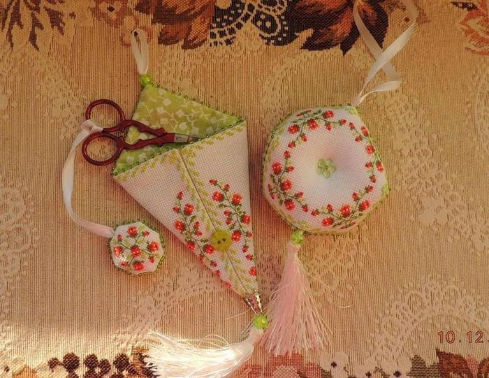 Фото. Комплектик - чехол и маячок для ножниц, бискорнюшка - в подарок  Автор работы - Efrosiniya
