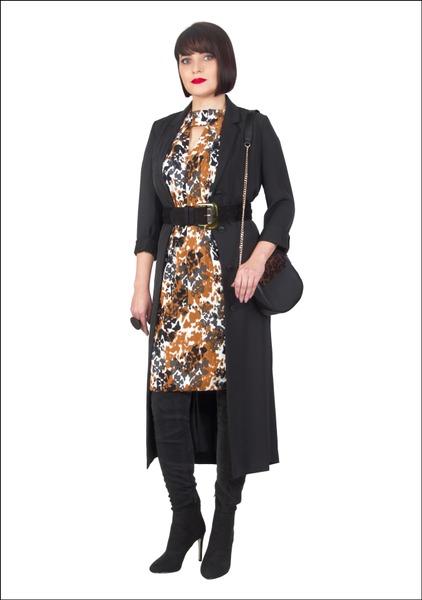 Комплект №1 . Платье-халат и платье с принтом – Marks & Spencer. Ботфорты, сумка и ремень – Mango