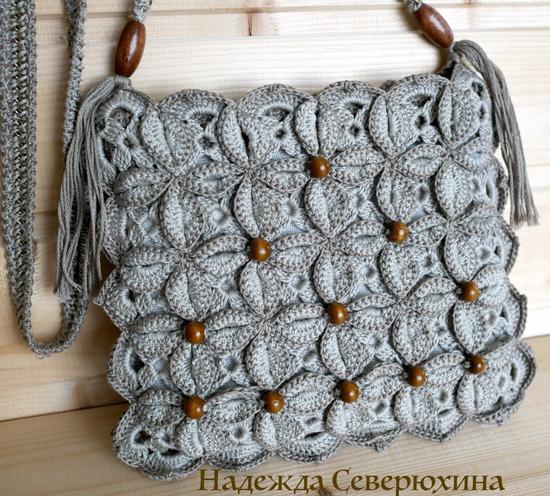 Фото. Для отделки летних сумок идеально подходят бусины, особенно деревянные. Крючок - 1,25, ниоочка - 100 % хлопок.  Автор работы - Северюжка