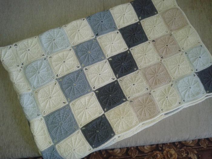 Фото. Плед из квадратов (150 штук) - это тоже пэчворк. Крючок №5.  Автор работы - feerka