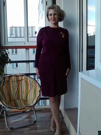 Фото. Костюм из мериносового трикотажа. Хотела платье, но низ как-то не нравится. Крутила-вертела и разделила на юбку и кофточку.