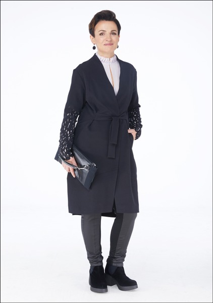 Комплект №4 . Жакет-халат, брюки, ботильоны и сумка – Julija Janus. Блуза – Massimo Dutti