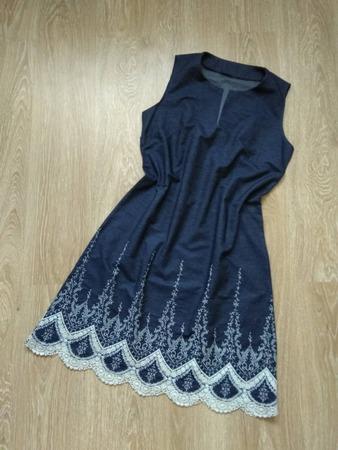 Фото. ... и джинсовое платье с вышивкой.
