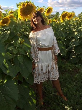 Фото. Романтичное платье себе ко Дню рождения из ткани с вышивкой по кайме.
