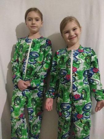 Фото. Фэмили-лук!   Дочкам сшила слитные пижамки из х/б футера (с петлей).