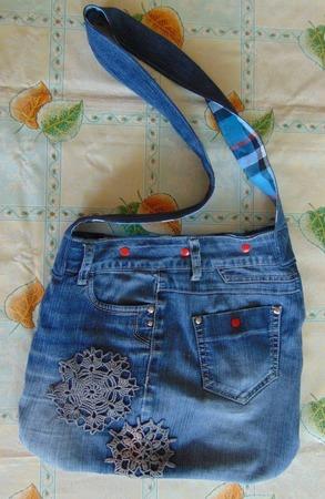 Фото. Традиционная сумка. Вязаные элементы были на самих джинсах.  Автор работы - Апраксия