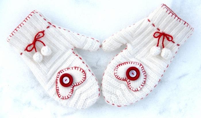 Фото. Варежки с сердечками из шапочки (любимой, но немного устаревшей).   Автор работы - NNastia