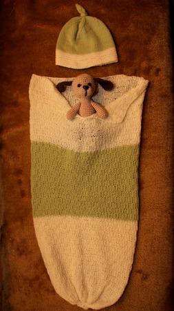 Фото. Комплект для новорождённого - кокон, шапочка и собачка.  Автор работы - NataD