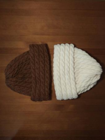 Фото. Двойные шапки, связаны жгутами с резинкой.  Автор работы - de_scan