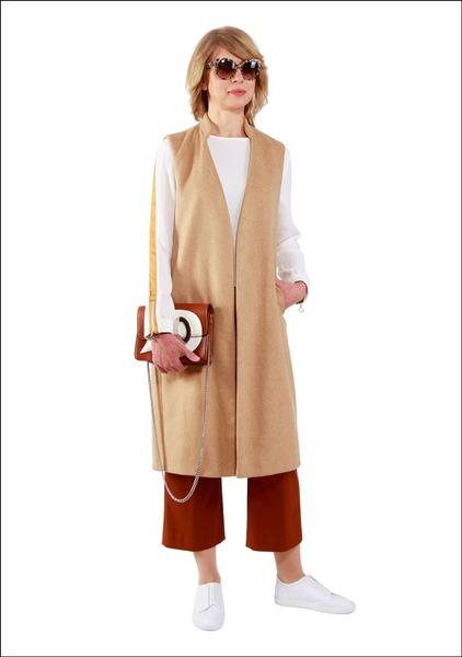 Комплект №2 . Жилет, свитшот, кюлоты, сникерсы и сумка – Zara. Очки – Dolce & Gabbana
