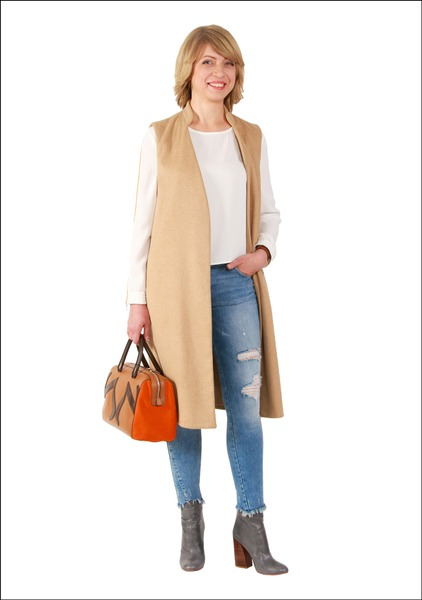 Комплект №1 . Жилет, свитшот, джинсы и ботильоны – Zara. Сумка – Carlo Pazolini