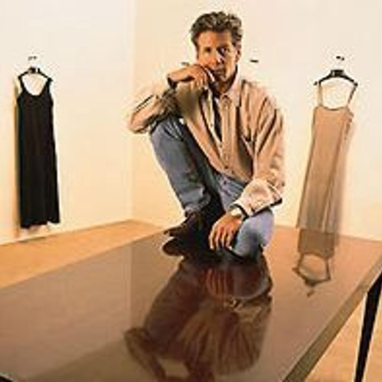 5a4eeb736d5 Клайн родился (1942) и вырос в Нью-Йорке. С раннего детства он умел  рисовать и шить различную одежду. Он утверждает