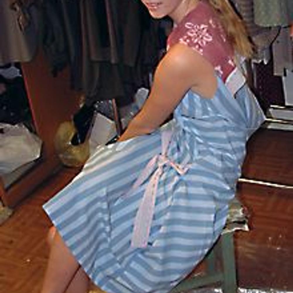 Платье с матросским воротником и бантиком спереди.