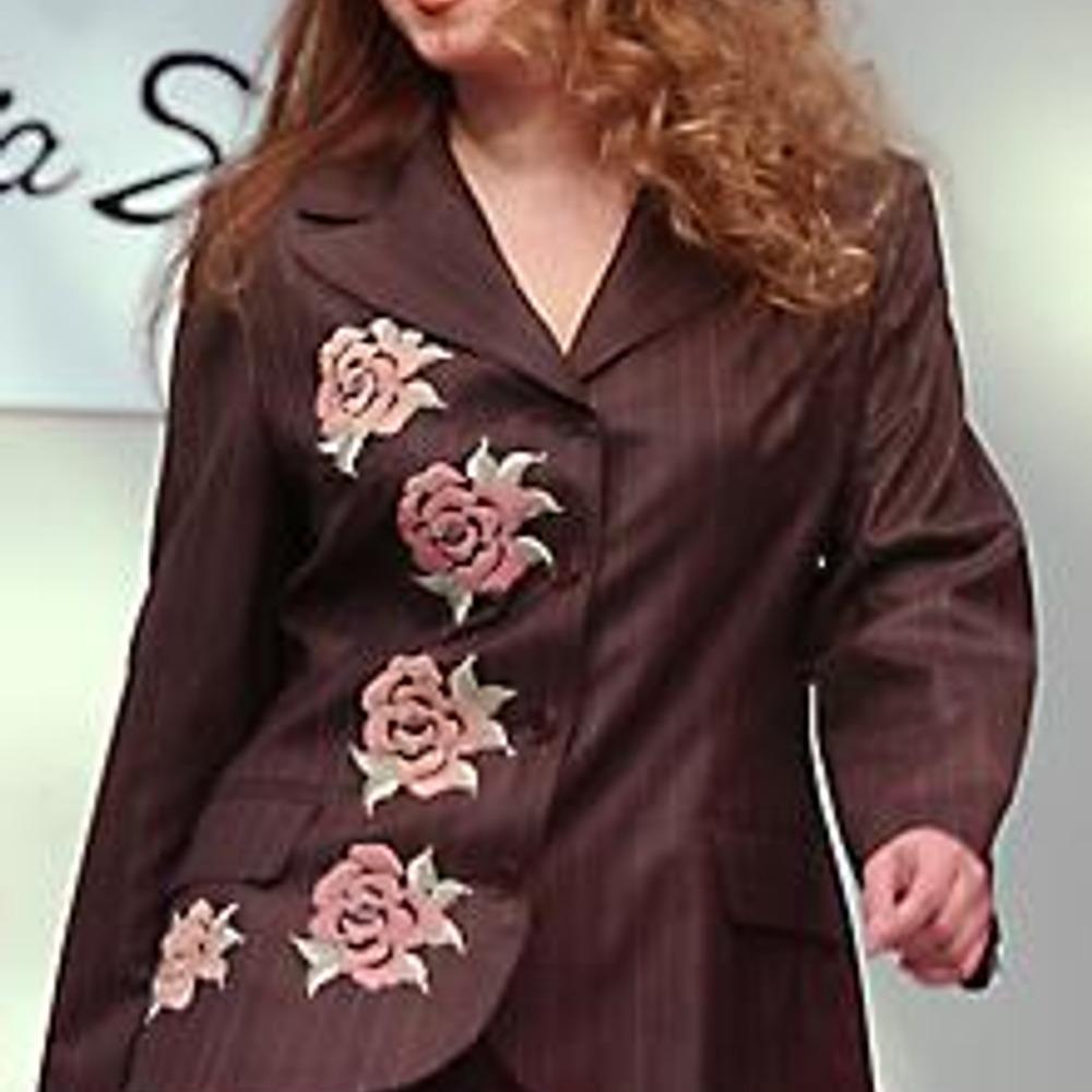 "Модель из коллекции осень-зима 2003/2004 линии ""Lidia Soselia Plus"""