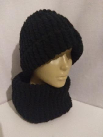 Фото. Комплект шапка и снуд из плюшевой пряжи Долли. Автор работы - St.Elena